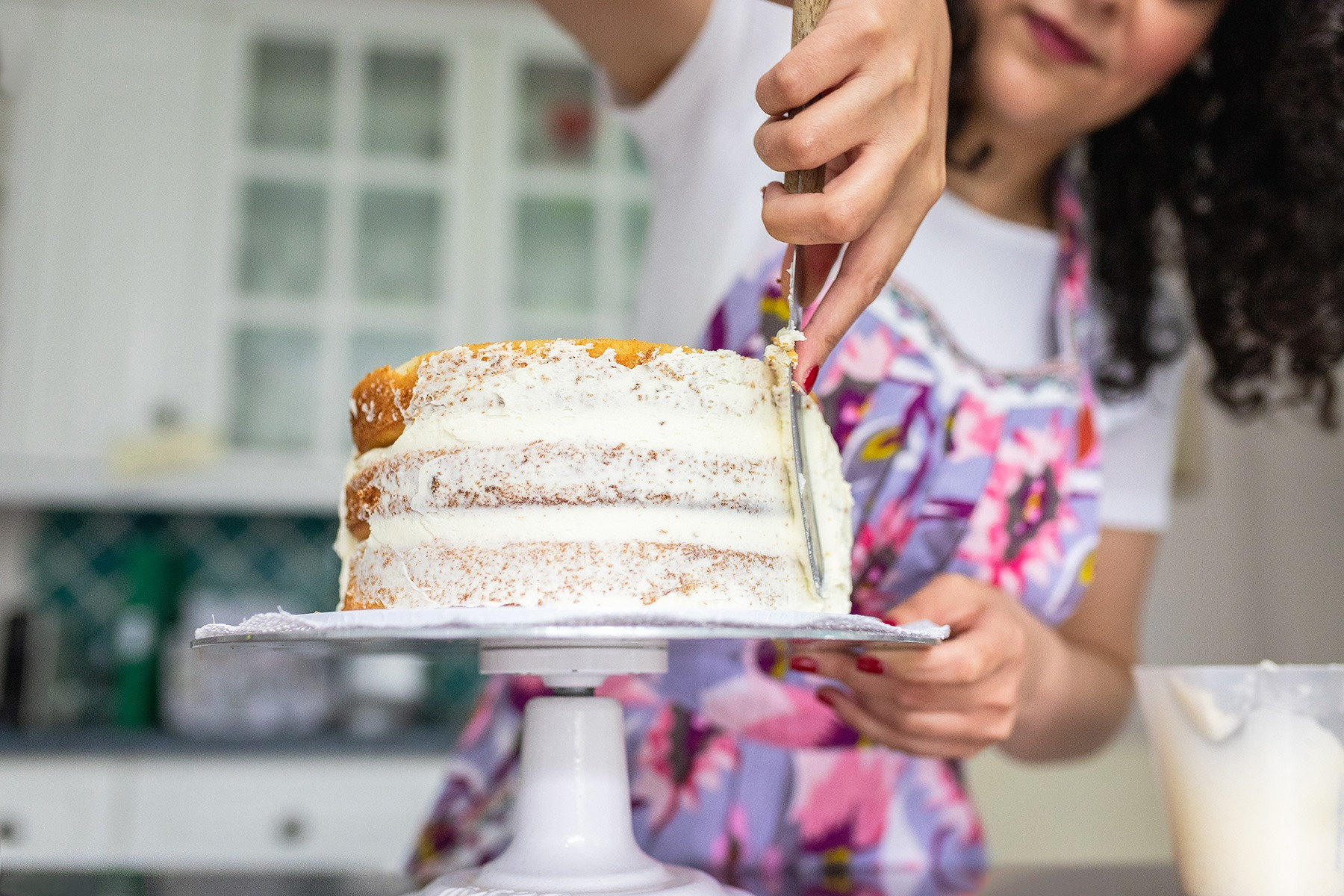 Rana's Delights decorating cake, baker based in Teddington and Richmond - Personal branding photoshoot in London